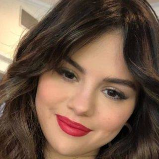 Selena Gomez announced to launch her makeup