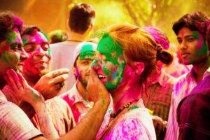 Tips to get rid of Holi colors instantly